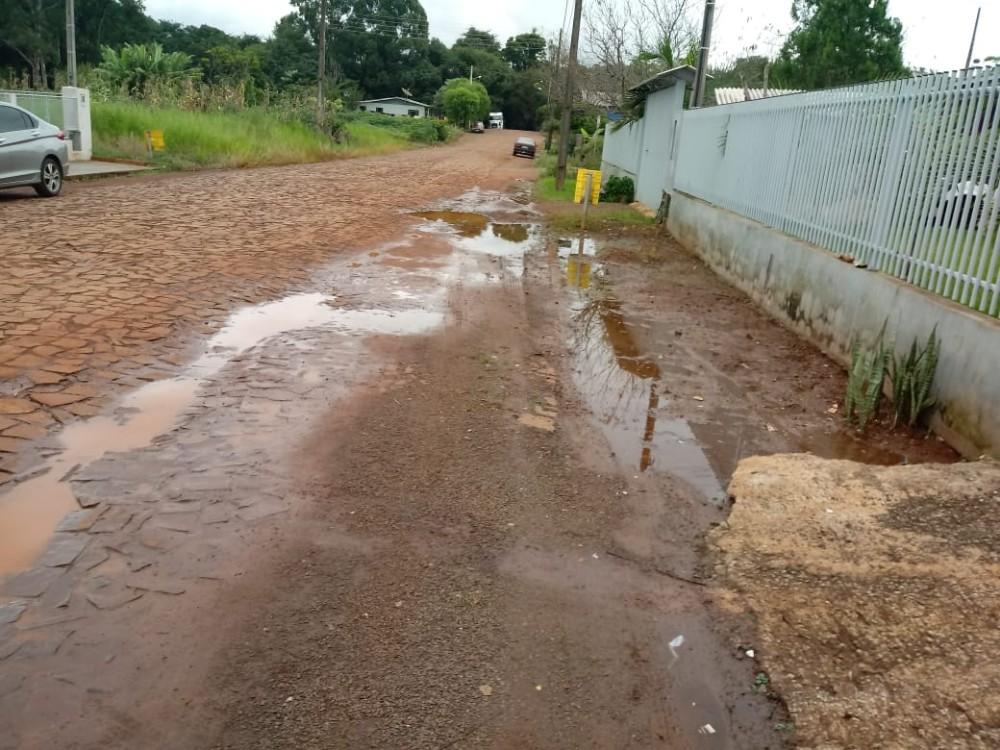 Moradores aguardam obras em bairro de São José do Cedro há anos