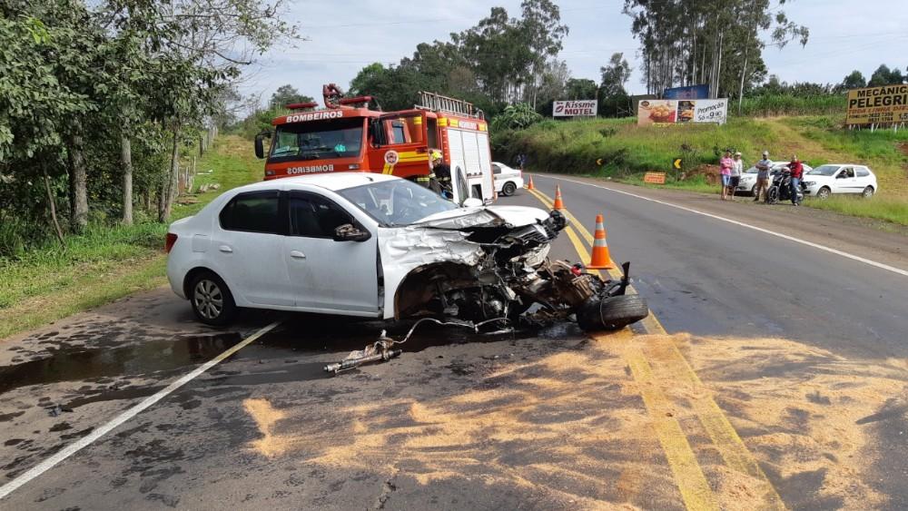 Mulher ferida em colisão frontal na BR-282 em São Miguel do Oeste