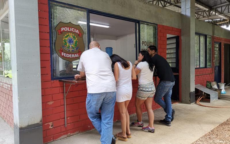 Serviço imigratório é interrompido na divisa entre Brasil e Argentina em Paraíso