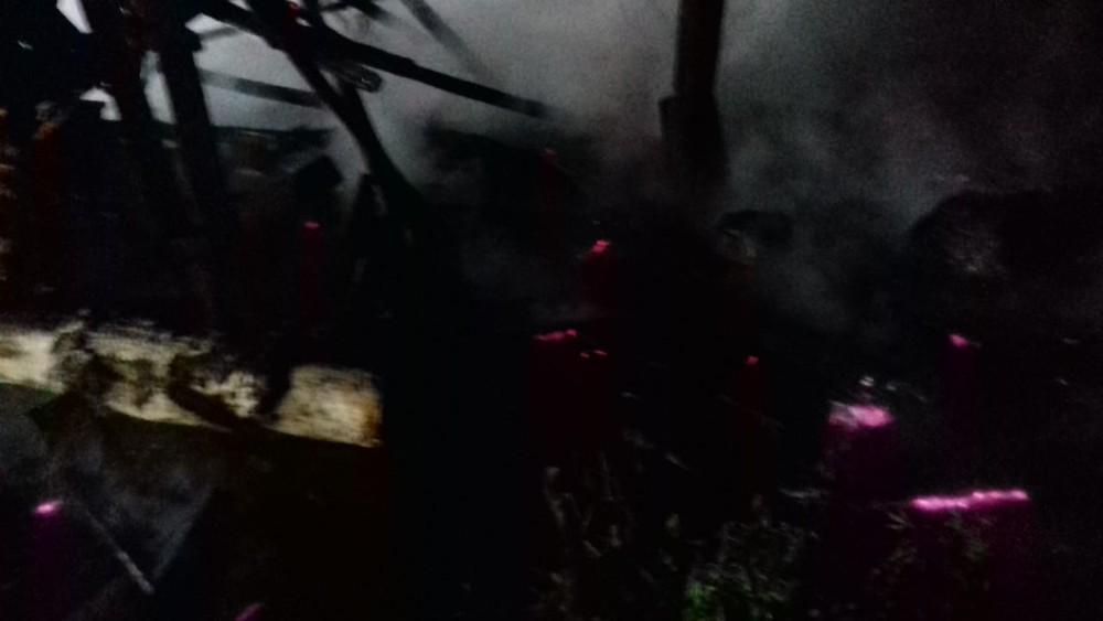 Incêndio destrói galpão no interior de Belmonte