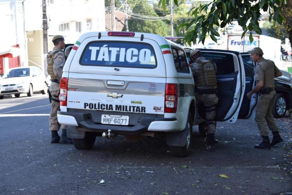 Policiais fazem buscas por homem com Mandado de Prisão Ativo em São Miguel do Oeste