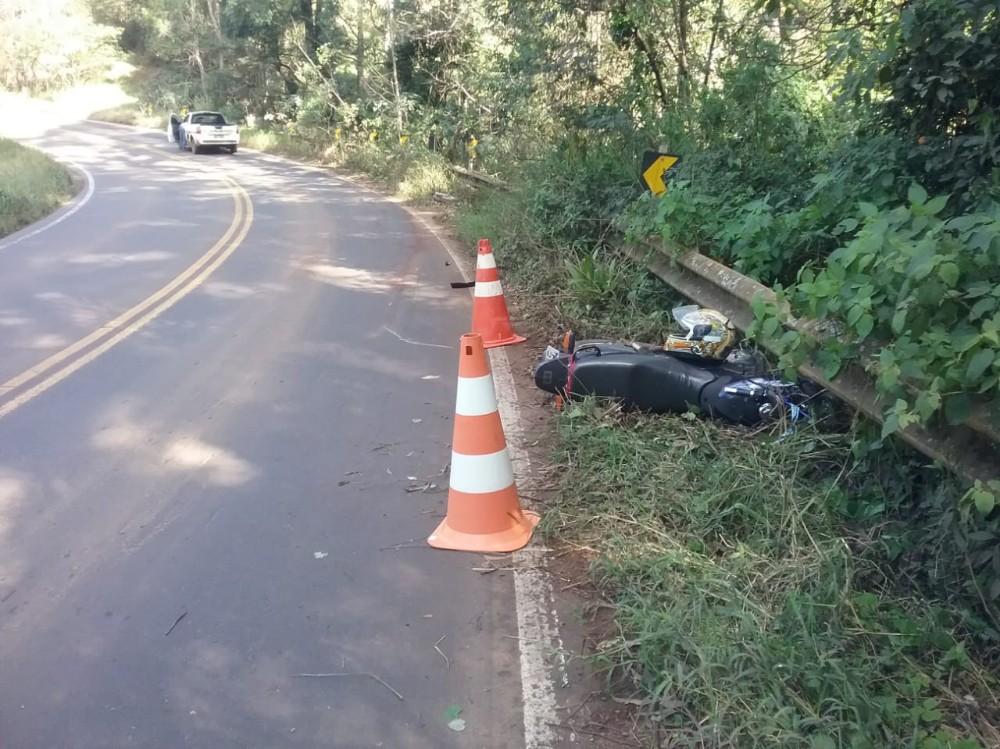 Motociclista ferido em colisão frontal na SC-305 em Anchieta