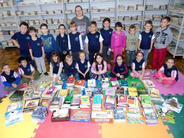 Secretaria de Educação adquire mais de mil livros para escolas municipais