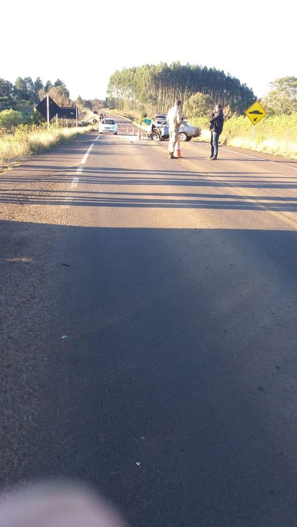 Motorista ferido em colisão entre carro e carreta na SC-161 em Anchieta