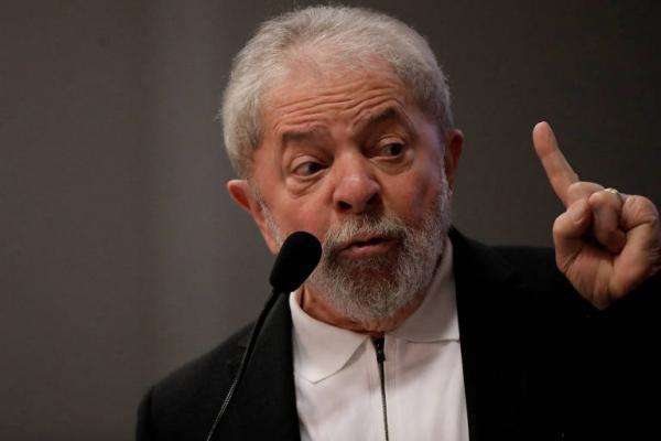Lula chega a 39%, aponta Datafolha; sem ele, Bolsonaro lidera