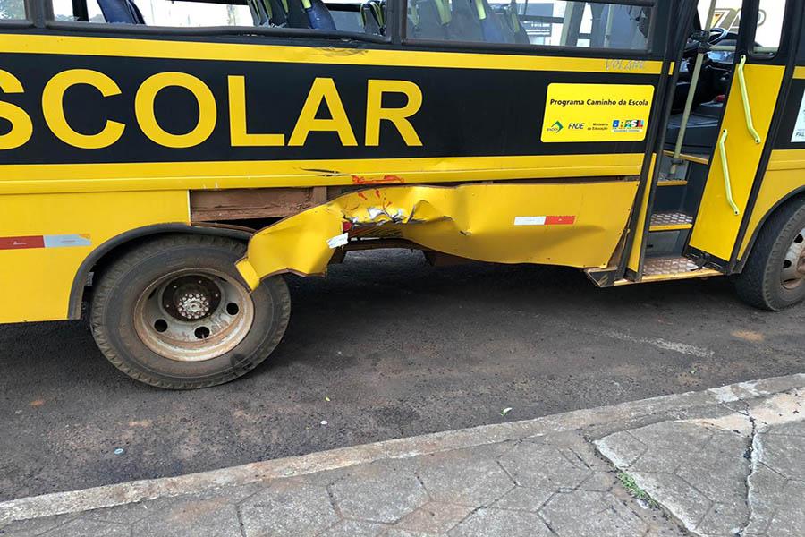 Motociclista ferido em acidente com ônibus escolar no Centro de Palma Sola
