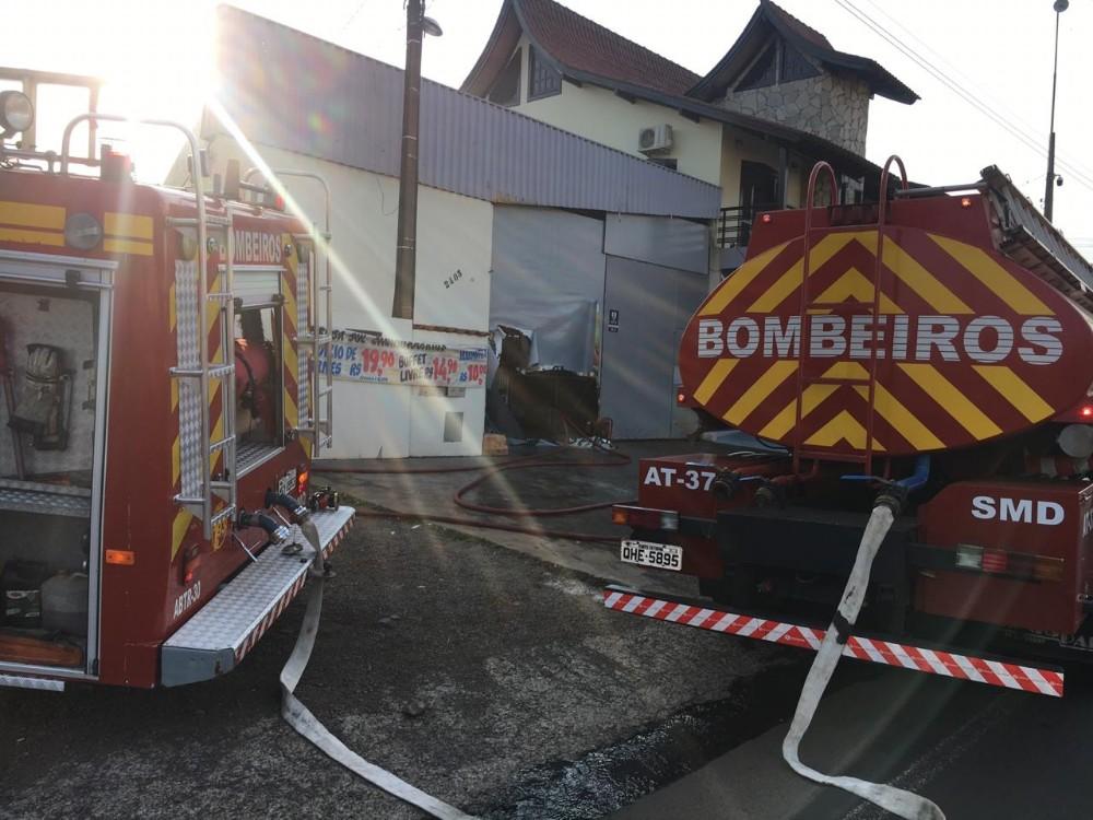 Churrascaria parcialmente destruída por incêndio em São Miguel do Oeste