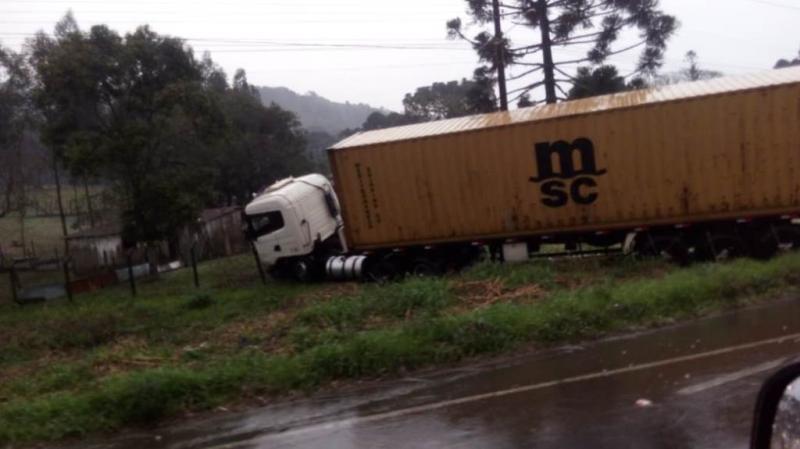 Seis pessoas morrem em acidente com carro e caminhão em Campo Alegre