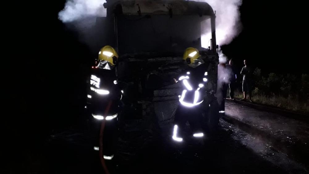 Incêndio destrói cabine de caminhão na SC-161 em Palma Sola