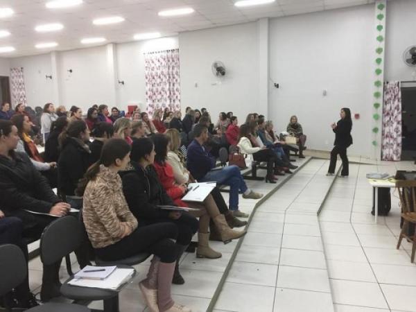 Professores da Rede Municipal de ensino participam de capacitação sobre a BNCC