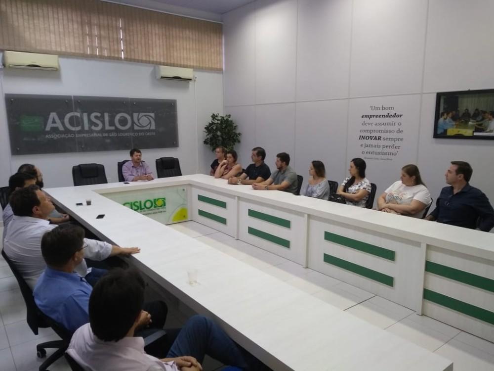 Membros da nova diretoria da Acislo se reúnem pela primeira vez após a eleição