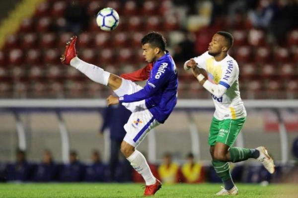 Chapecoense empata com o Paraná, mas amplia jejum fora de casa e vira vice-lanterna