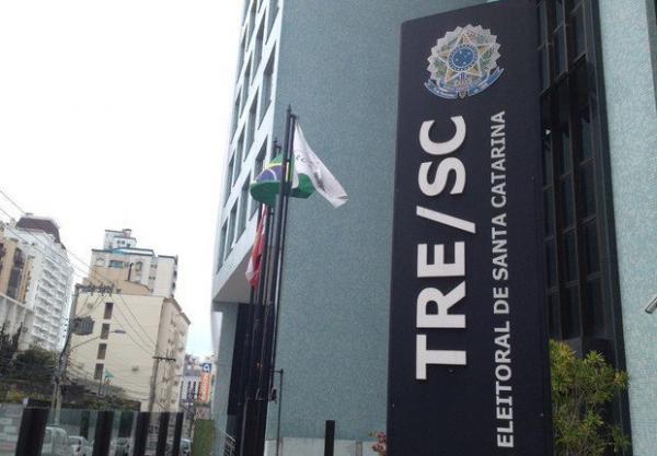 Pleno do TRE-SC aprova registros de candidatura para governador e senador