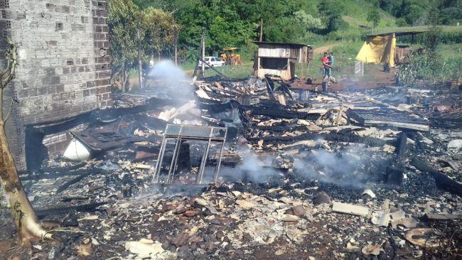 Adolescente ferida em incêndio em residência no interior de Belmonte