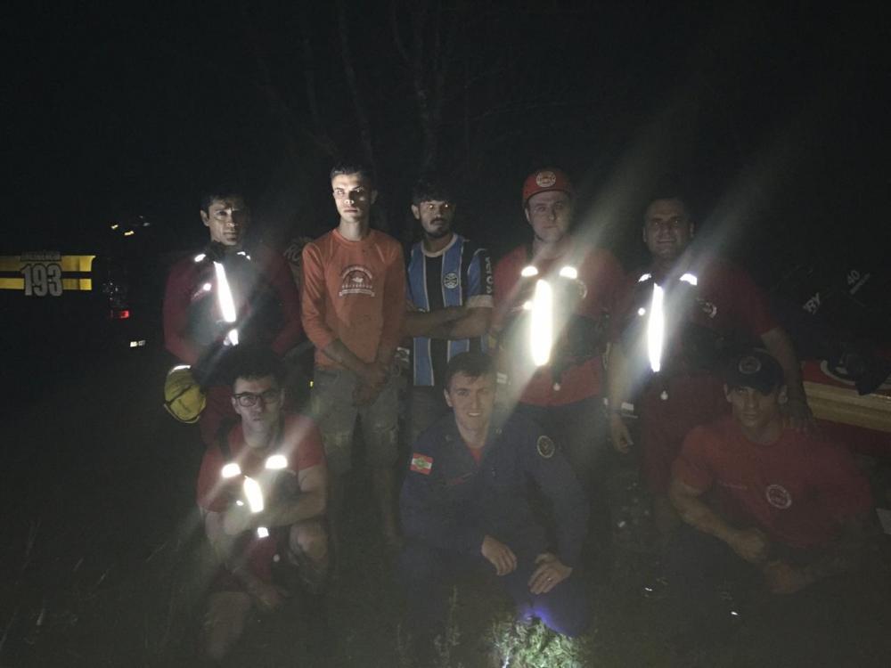 Quatro pessoas ficam ilhadas e são resgatadas em Salto Saudades no interior de Quilombo