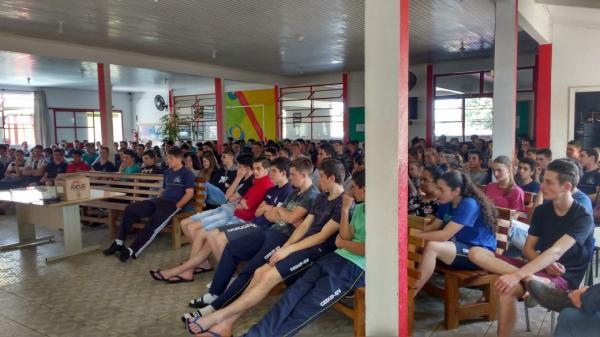 CREAS realiza rodas de conversa em escolas de São Miguel do Oeste
