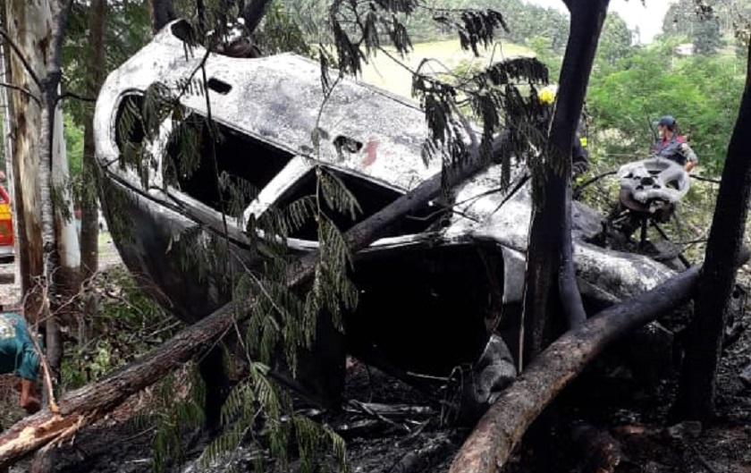 Veículo é destruído por incêndio em saída de pista na SC-492 em São Miguel da Boa Vista