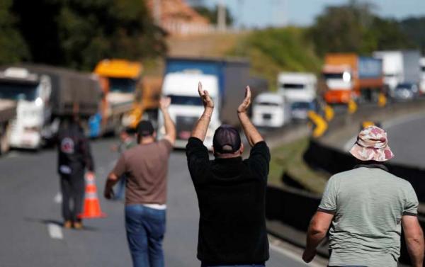 Caminhoneiros recuam e dizem que não haverá protesto na quarta-feira
