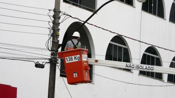 Curto em rede de alta tensão assusta moradores no Centro de São Miguel do Oeste