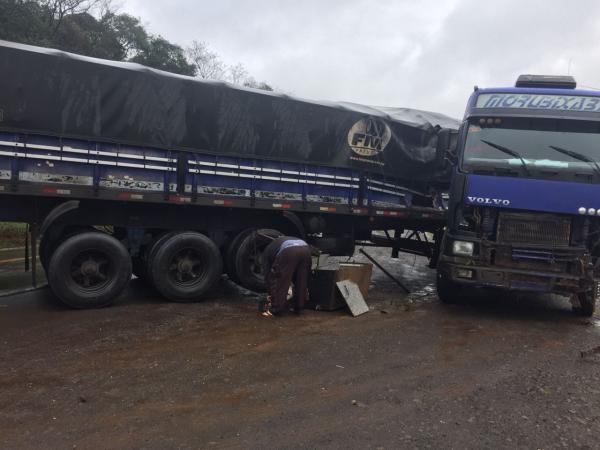 Carreta sai de pista na BR-158 em Cunha Porã