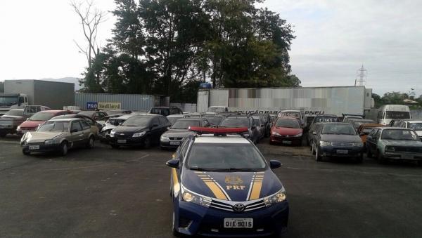 PRF promove leilão de veículos apreendidos em SC