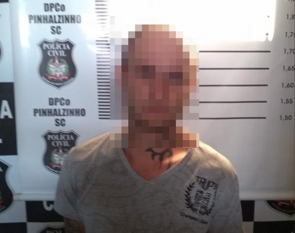 Polícia prende jovem considerado maior autor de furtos a comércios e residências na região de Pinhalzinho