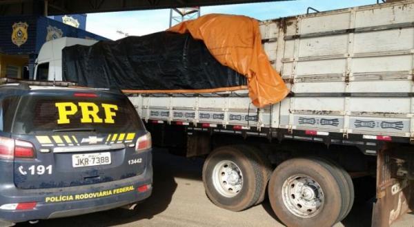 Guaraciaba - Jovem é preso transportando 250 mil maços de cigarros contrabandeados na BR-163