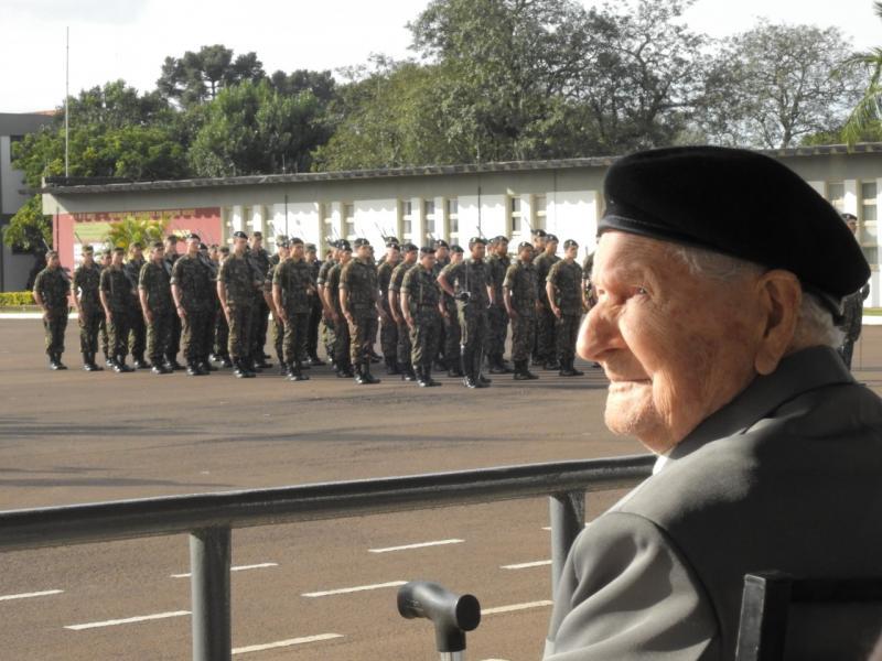 Ex-combatentes da 2ª Guerra Mundial são homenageados pelo Exército em São Miguel do Oeste